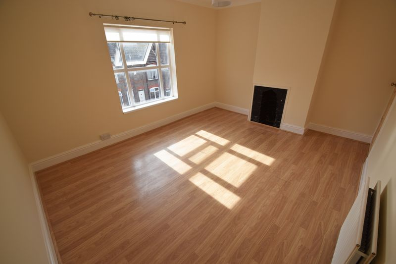 2 bedroom Mid Terrace to rent in Winsdon Road, Luton - Photo 12